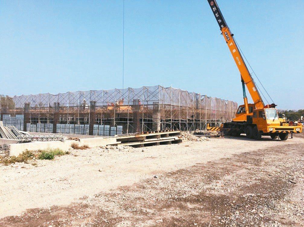 台糖位於屏東農業生物科技園區旁的東海豐養豬場,目前正在施工,預計今年6月完工,成...