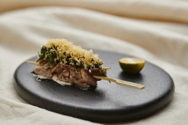 「小牛胸腺串燒」是Impromptu by Paul Lee的招牌菜之一。 圖/...