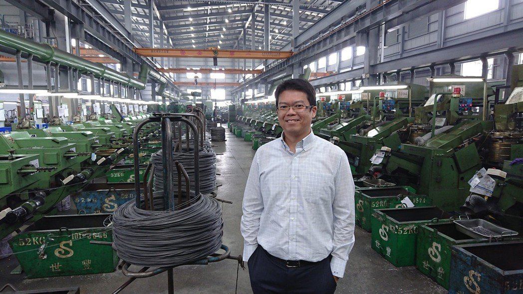 世豐螺絲轉變為智慧工廠,其重要推手正是總經理陳駿彥,並以少量多樣客製化的產品開闢...