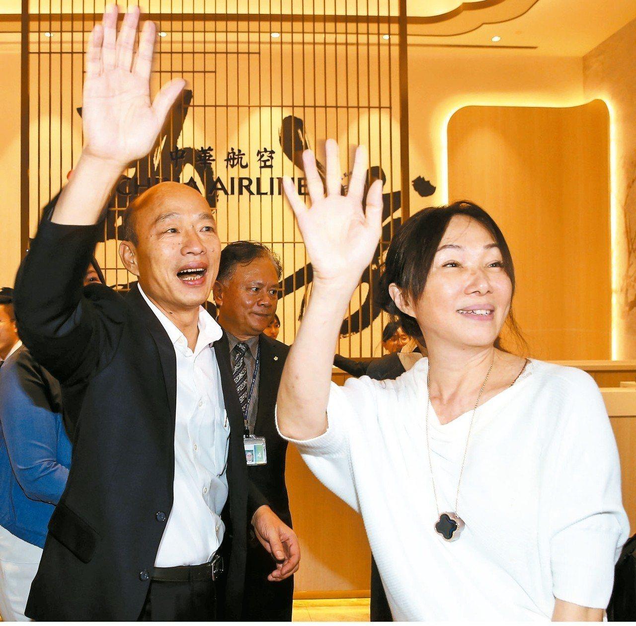 高雄市長韓國瑜夫婦昨天深夜搭機前往美國訪問,國民黨今中常會暫緩提報總統提名要點與...