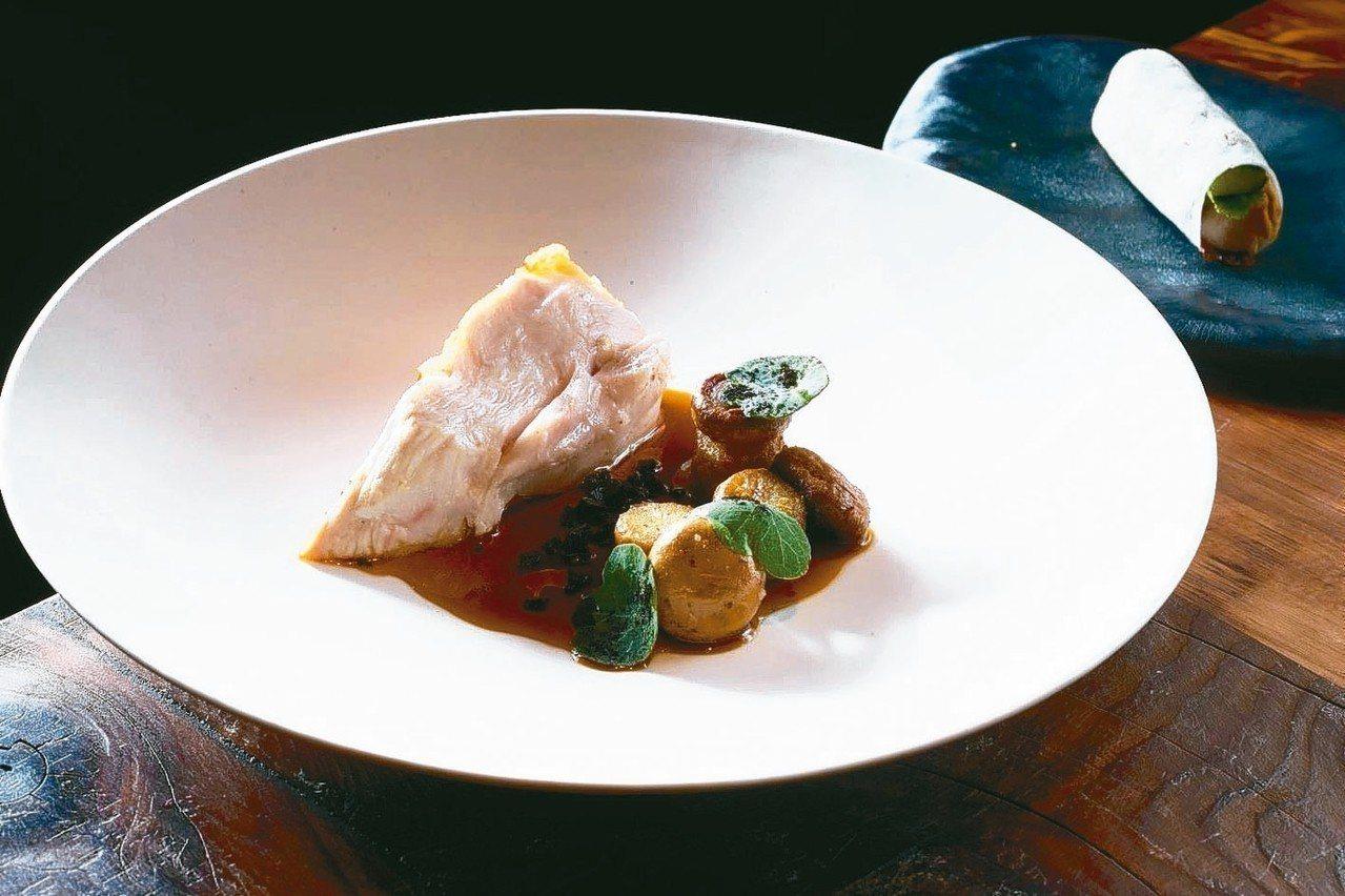 圖為「logy」採用竹地雞胸為主菜,一旁還有以北京烤鴨為概念的雞腿春捲為配菜。 ...