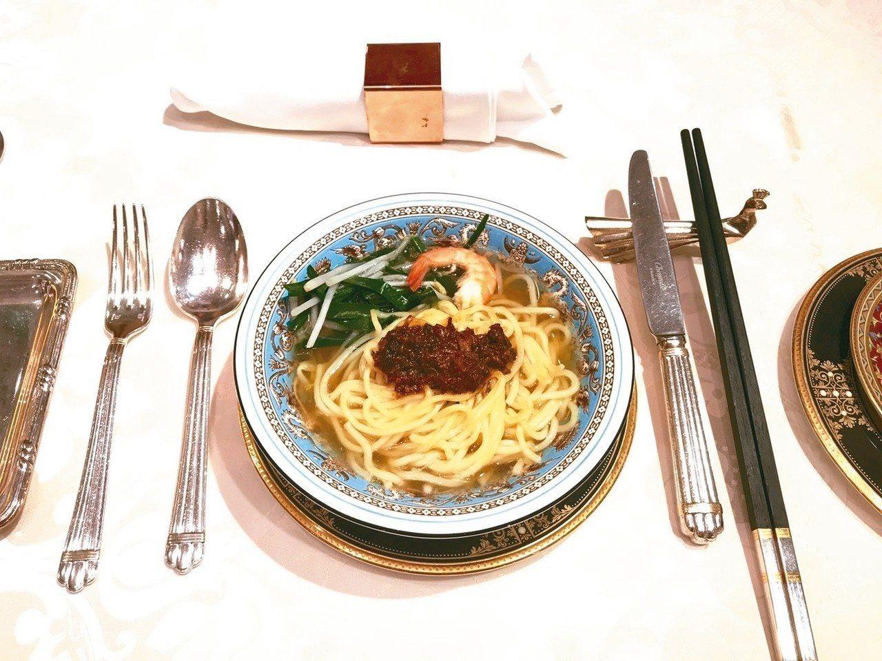 華西街知名海鮮餐廳「台南担仔麵」,從一碗擔仔麵起家。 圖/聯合報系資料照片