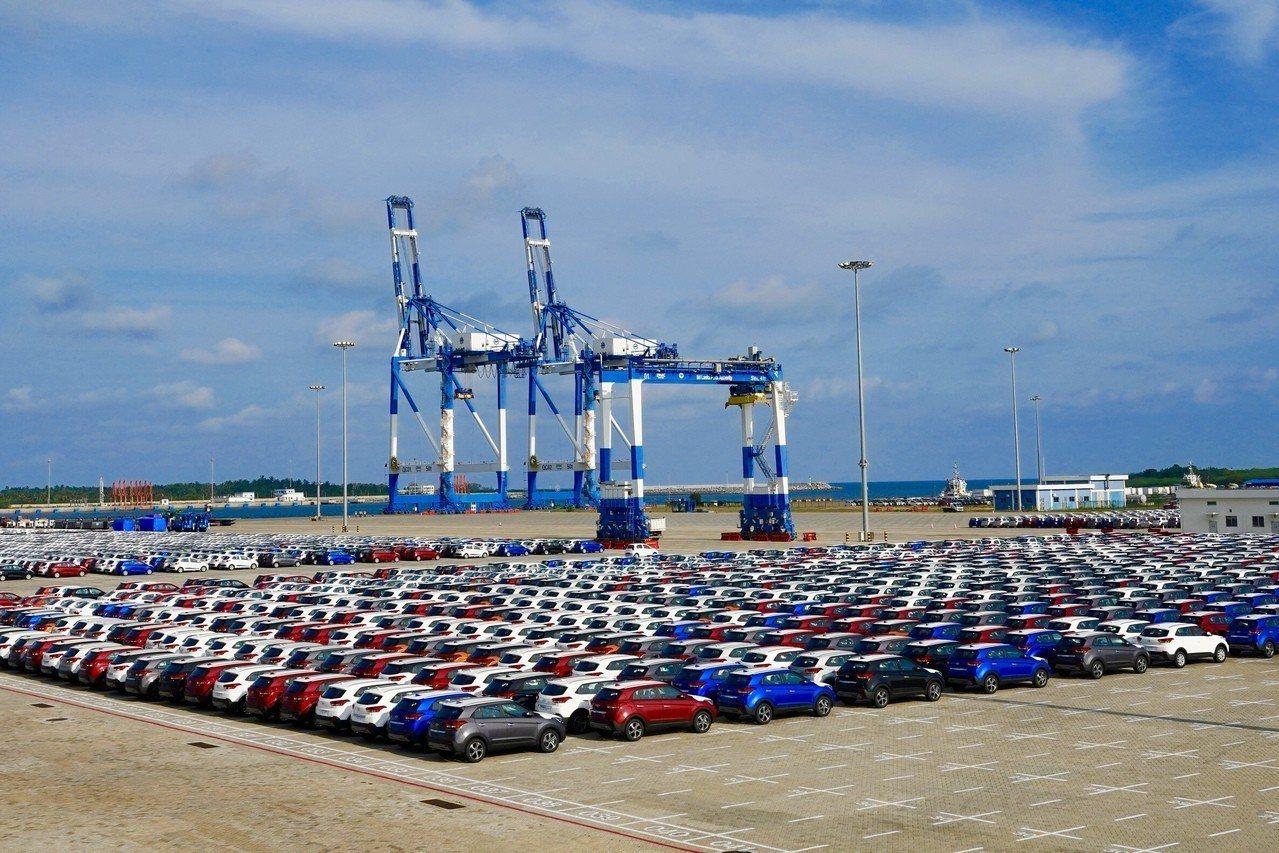 斯里蘭卡將赫班托達港(Hambantota Port)租借給中國99年。 新華社