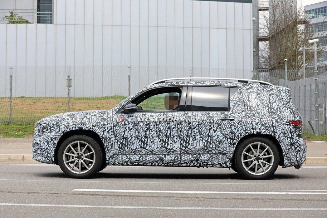 全新Mercedes-Benz GLB採用方型車身外觀,讓人不禁想起之前的GLK...