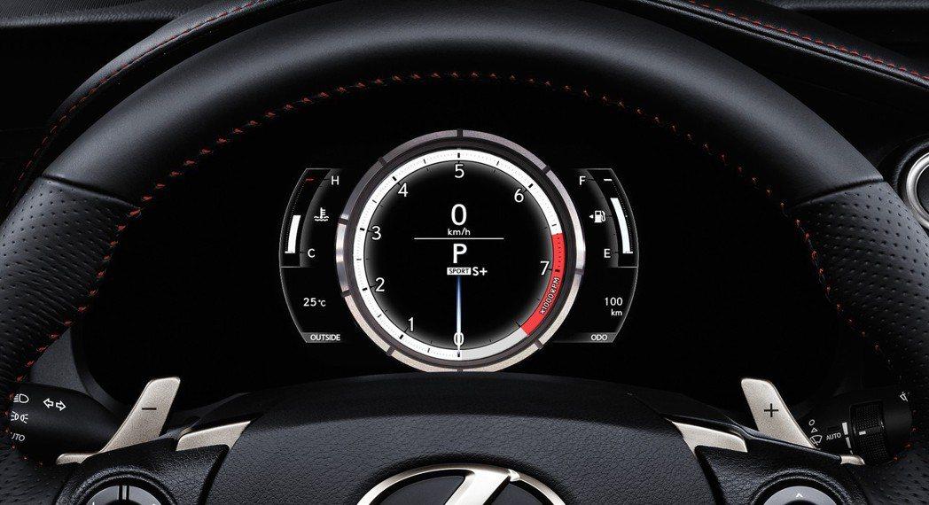 轉速提升時,引擎聲也隨之變大是正常現象。 摘自Lexus