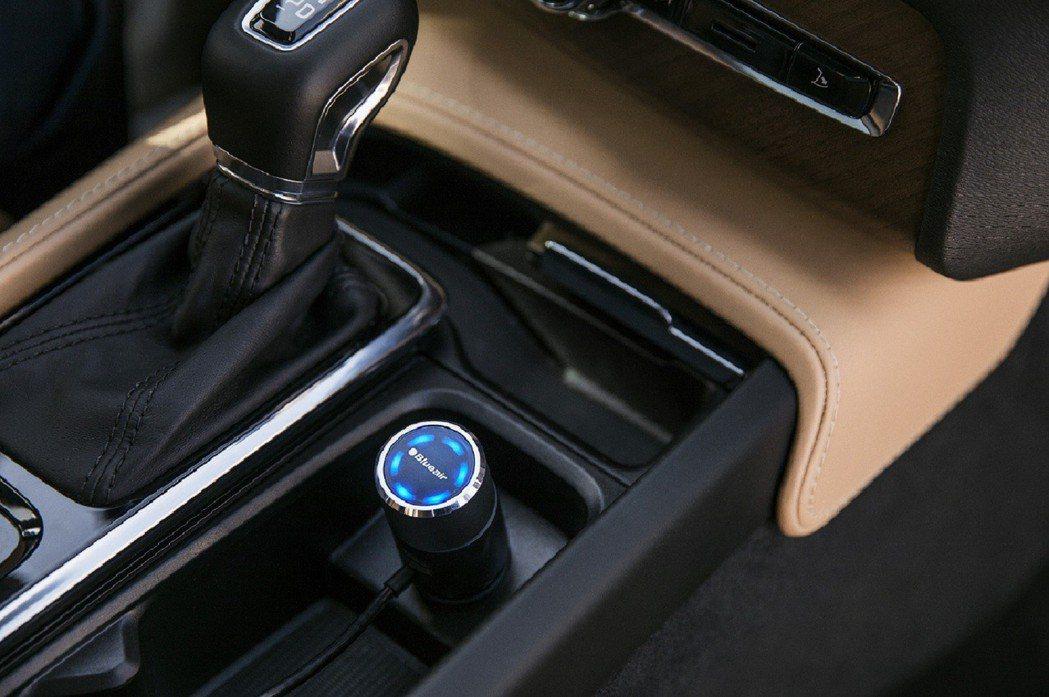 兼具科技感及設計感的外型,放在車內也能成為好看擺設。 圖/Blueair提供