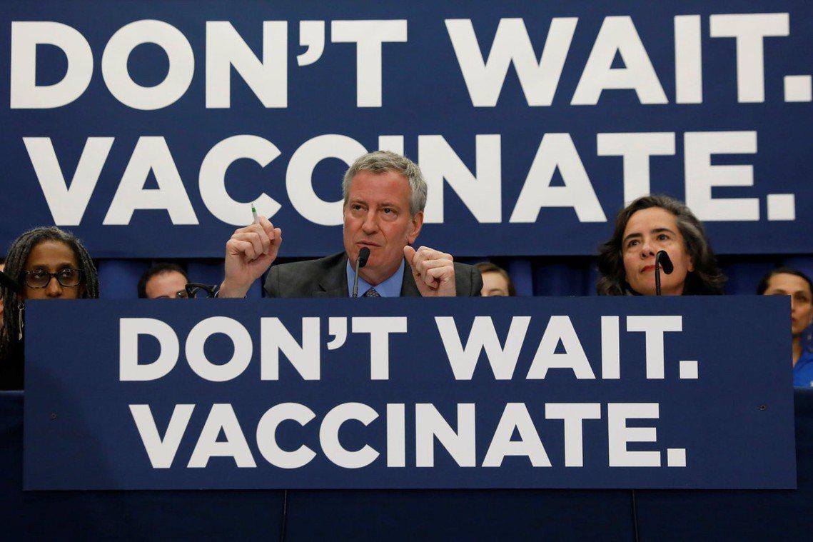「我們絕不能讓麻疹這種危險疾病,再度重返紐約市!」白思豪在記者會上表示。 圖/路...