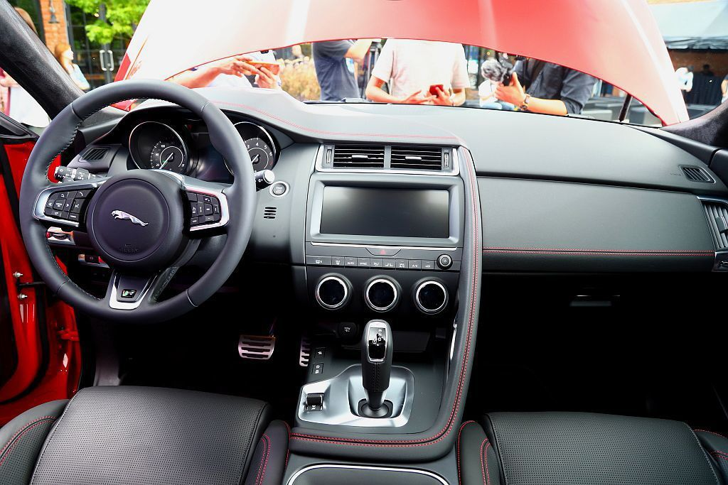 Jaguar E-Pace First Edition內裝採用頂級溫莎皮革鋪陳火...