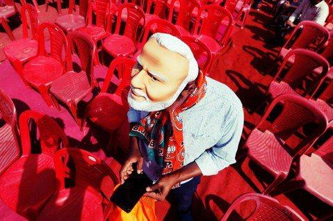 有人認為今年印度大選的決戰點,乃是「WhatApp 選舉」。莫迪政府是否能順利連...