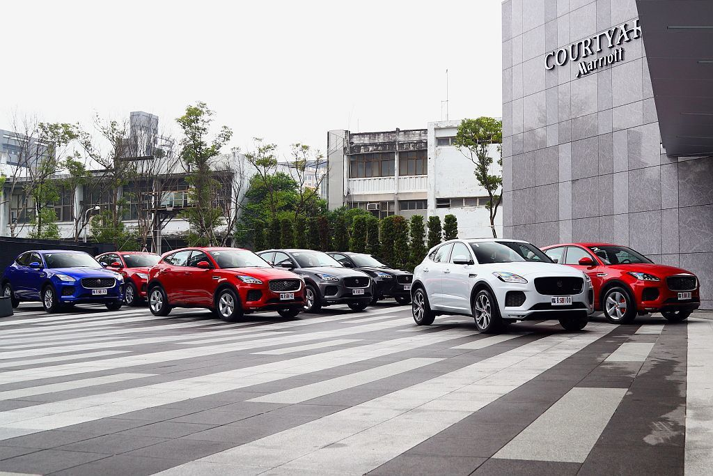 Jaguar E-Pace去年就已經現蹤台灣,但直到今年4月10日才正式發表上市並依舊提供外觀、內裝特別配置的First Edition限量版可選。 記者張振群/攝影