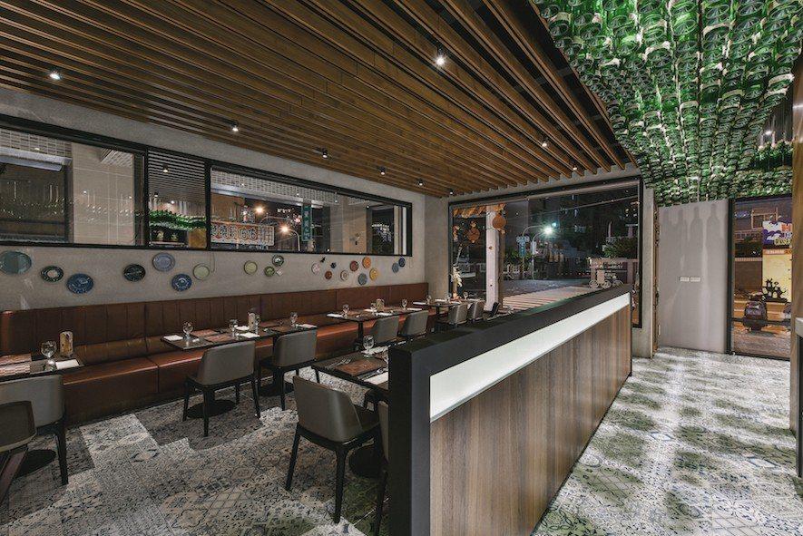 (圖)用餐區以疏密有致的格柵圍塑出獨立空間感。