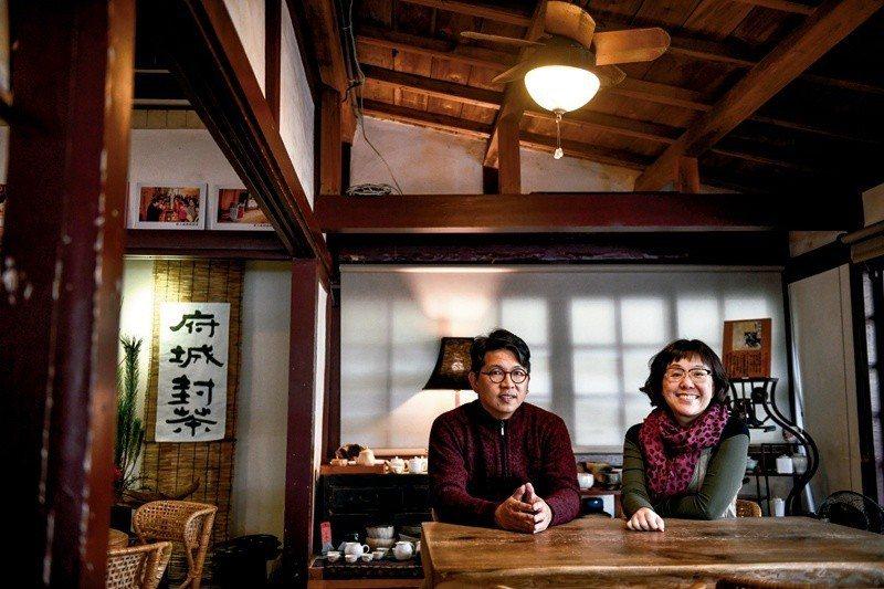 找到對的人,一起前進。王時思(右)和游智維(左)合作,讓台南被正確的認識。