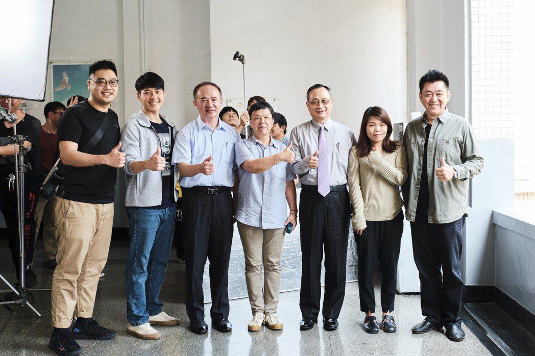 「你那邊怎樣 我這邊OK」製作人吳宗瀚(左起)、吳岳擎、警政署公關主任謝進賢、監...