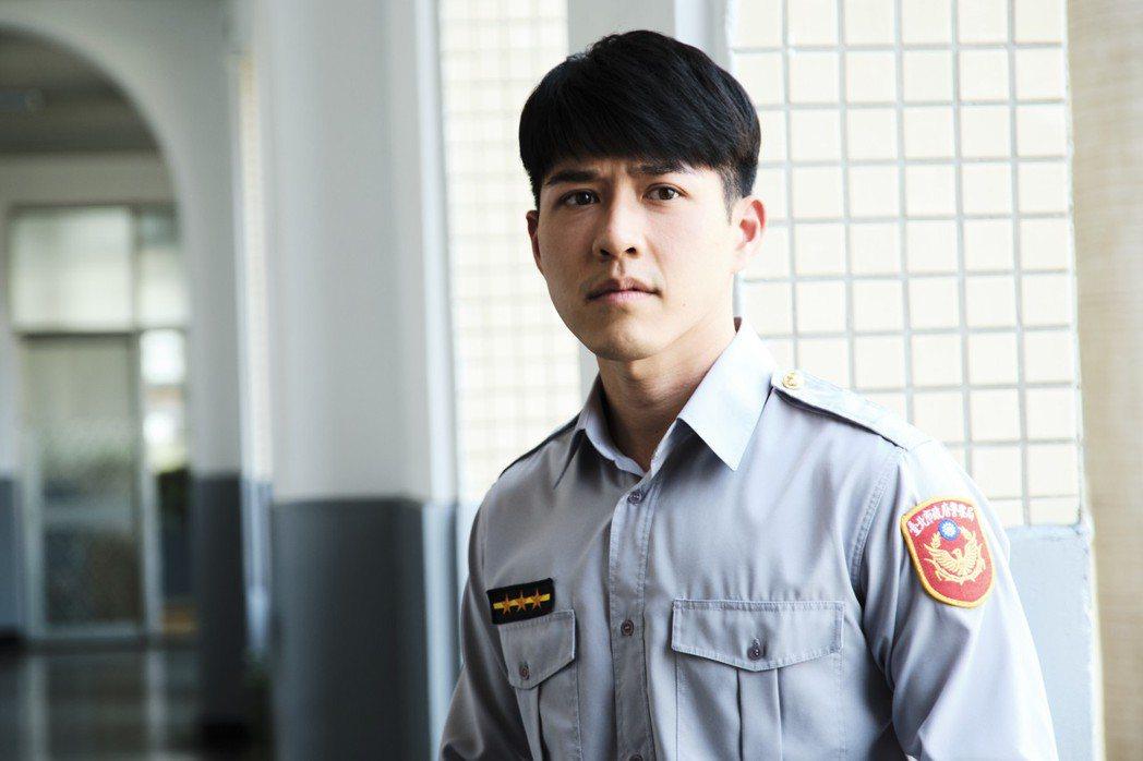 吳岳擎飾演基層員警劉東杰。圖/拙八郎提供