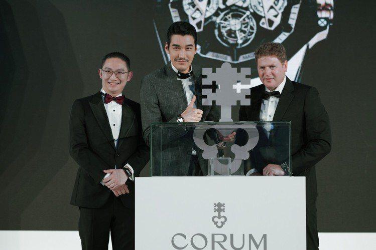 崑崙表全球品牌大使胡兵出席品牌於北京舉辦的貴賓晚宴,為重量級新品Admiral ...