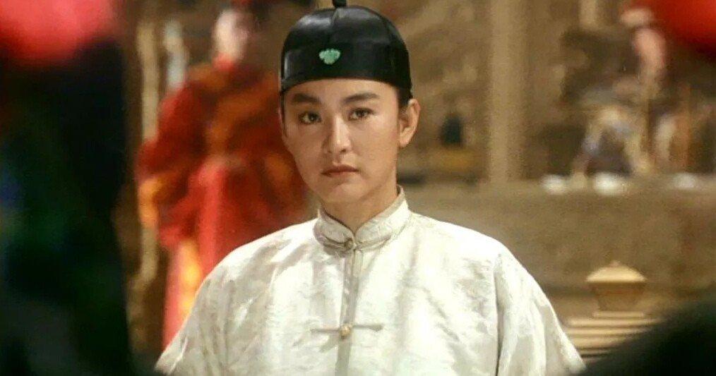 林青霞在「鹿鼎記II神龍教」化身為清裝貴公子。圖/摘自imdb