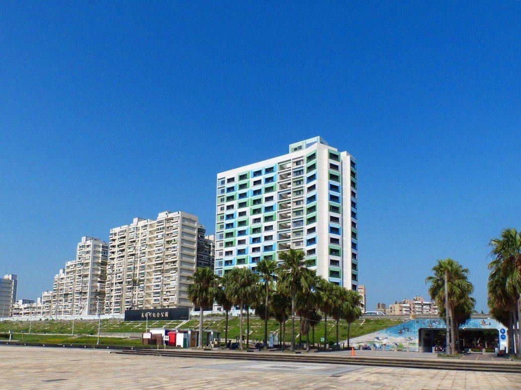 台北市推動公共住宅政策,位於萬華區的青年一期公宅即日起對外招租,總共釋出273戶...