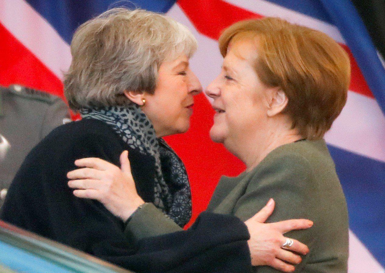 英國首相梅伊9日先拜訪德國總理梅克爾討論脫歐。路透