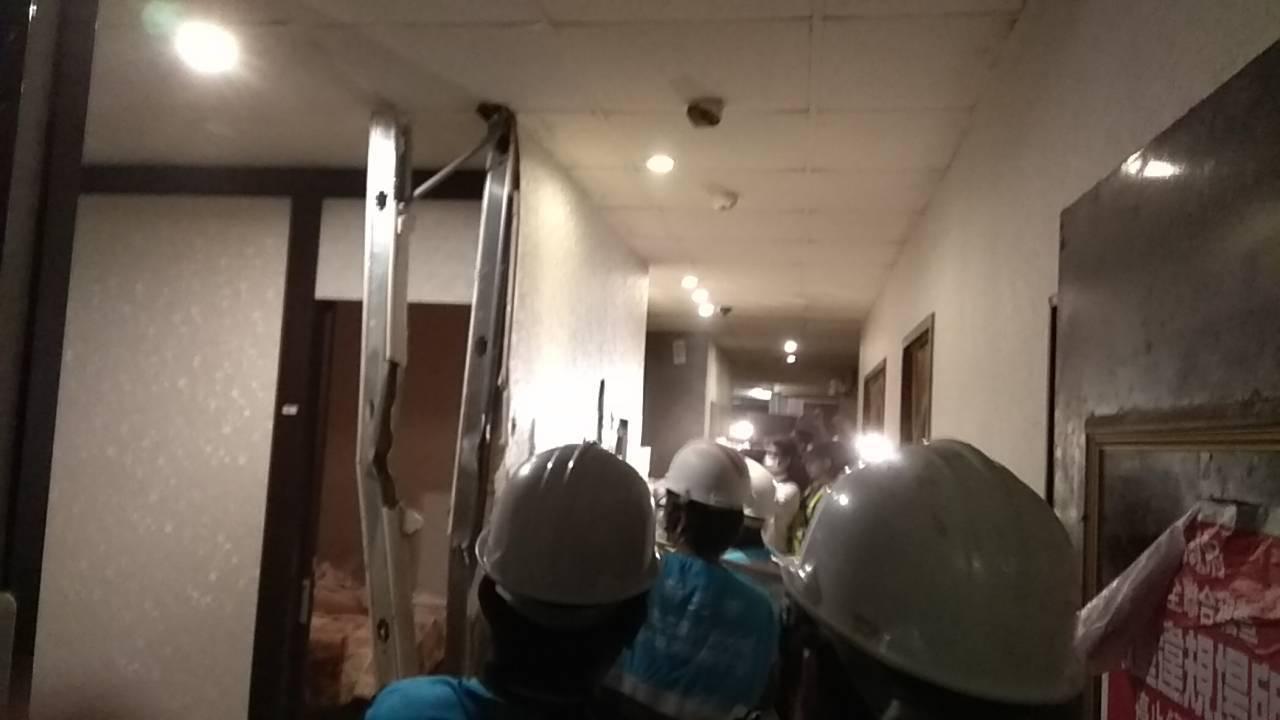 新北市副市長謝政達昨晚會同新北市政府警察局、新店分局、工務局、消防局、城鄉局、拆...