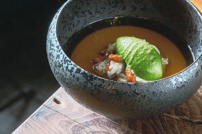 擁有義大利、法國料理經驗十幾年的田原諒悟主廚,利用歐洲技術為基礎來處理亞洲食材。...