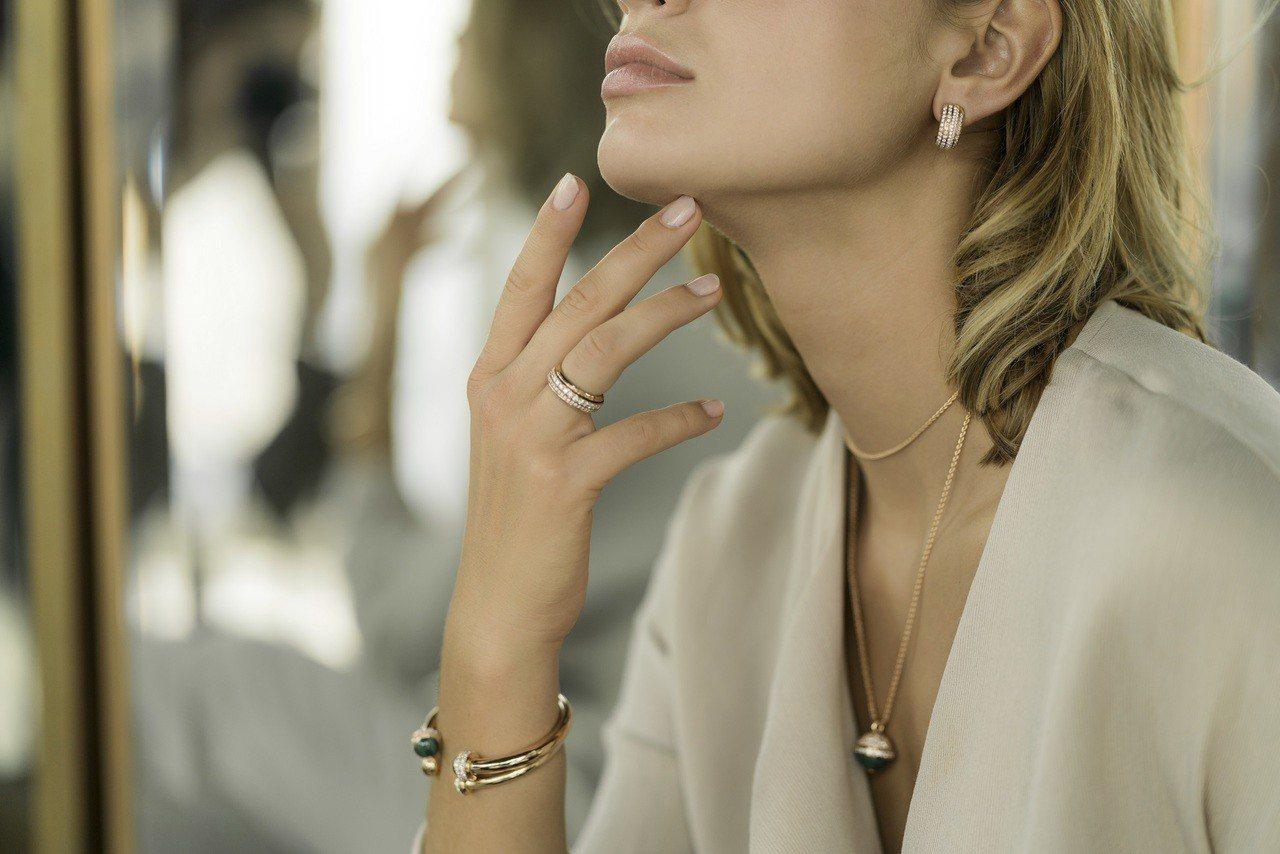 伯爵Possession系列墜鍊38萬3,000元;戒指32萬5,000元起;手...