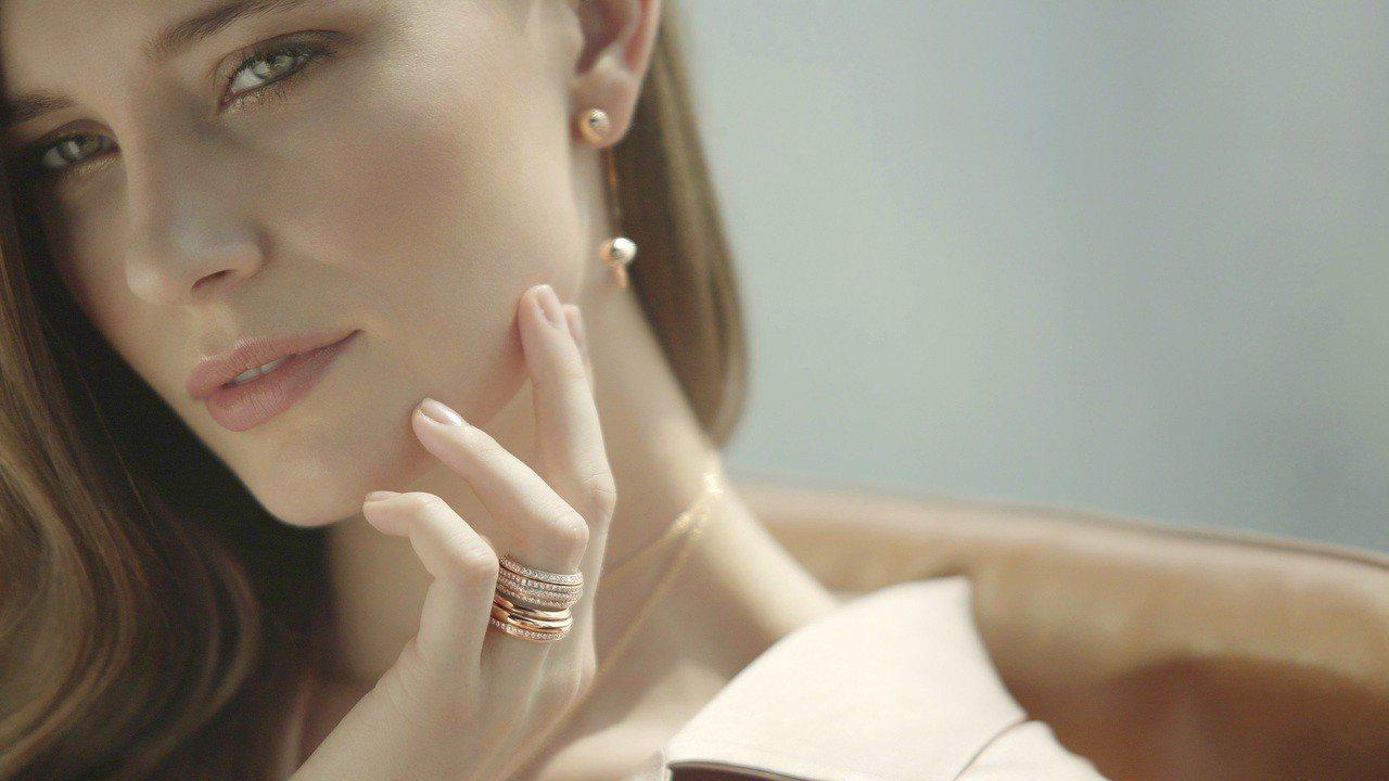 模特兒配戴伯爵Possession系列耳環,30萬9,000元;Possessi...