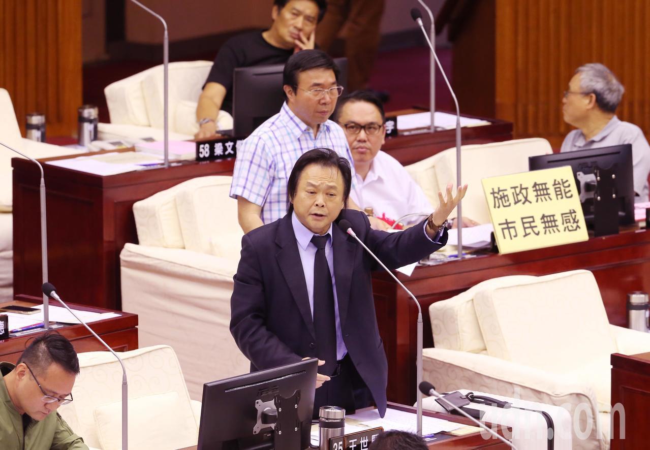 民進黨市議員王世堅砲轟柯文哲無心市政。記者徐兆玄/攝影