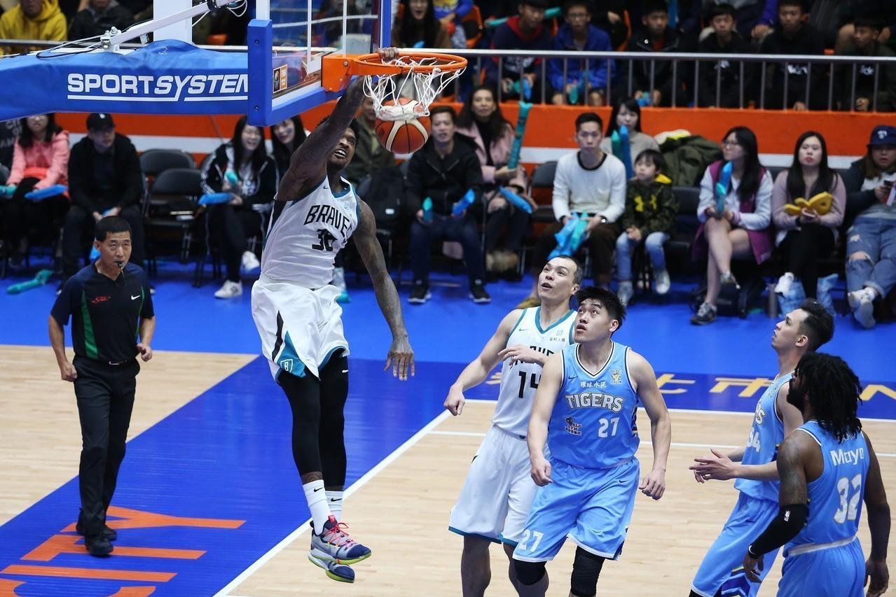 富邦洋將賈西亞獲2-4月最有價值球員。圖/中華籃協提供