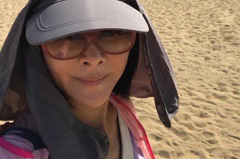吳淡如人到中年卻沒想放過自己,去年母親肺癌離世,辦完葬禮的隔一天她即投入戈壁沙漠百公里長征,結果,她以一個150人之中最高齡、唯一台灣女生之姿,領旗走完全程,她說:「我只想知道可否在痛苦之後,或在絕...