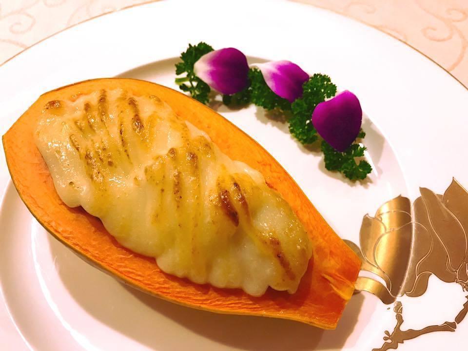 海鮮焗木瓜是大三元酒樓的特色招牌菜。圖/摘自大三元酒樓官方粉絲團
