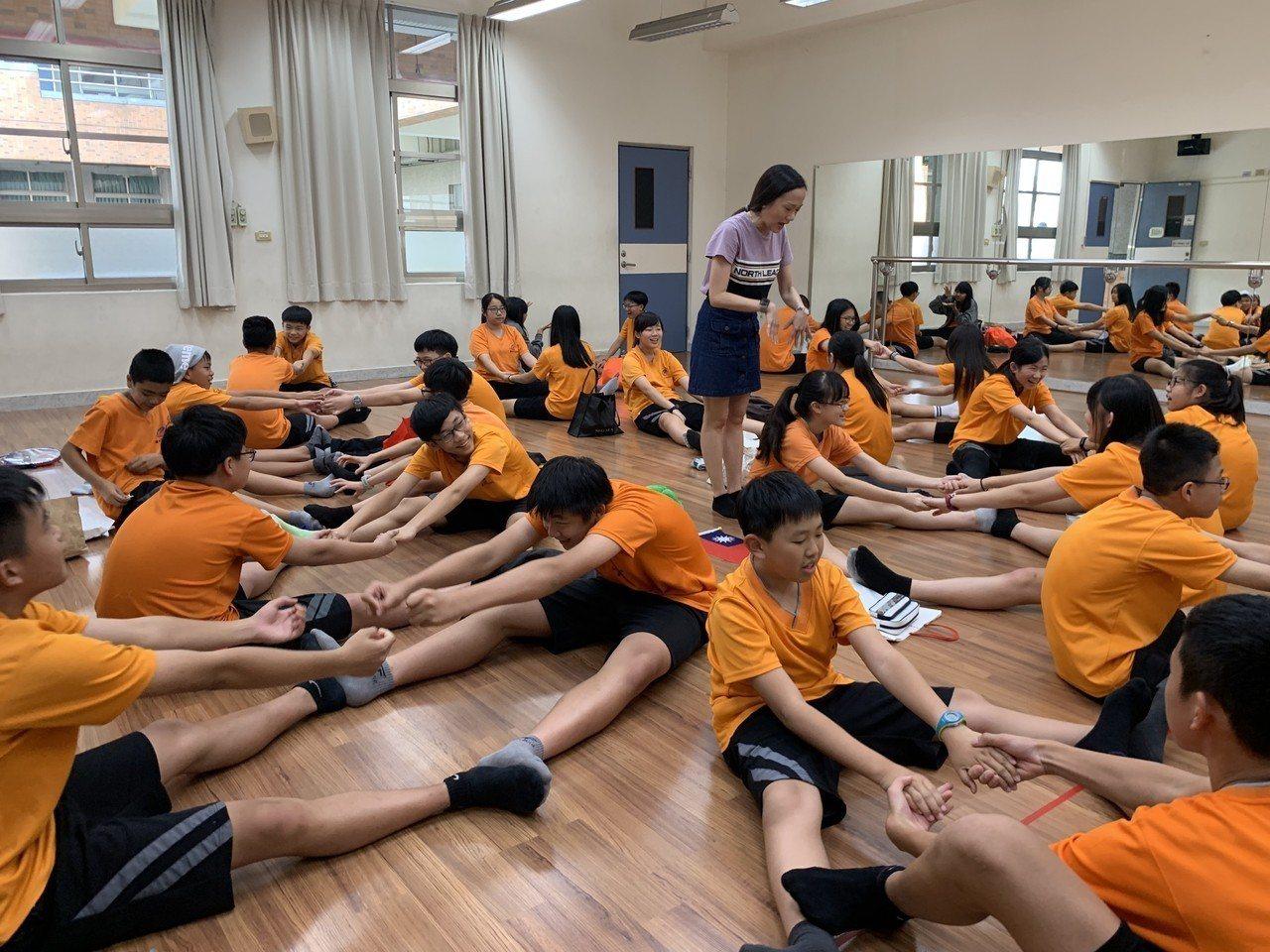 台中市教育局召開「教育前瞻發展會議」,研議全市高、國、中小教師可帶職帶薪,公假國...
