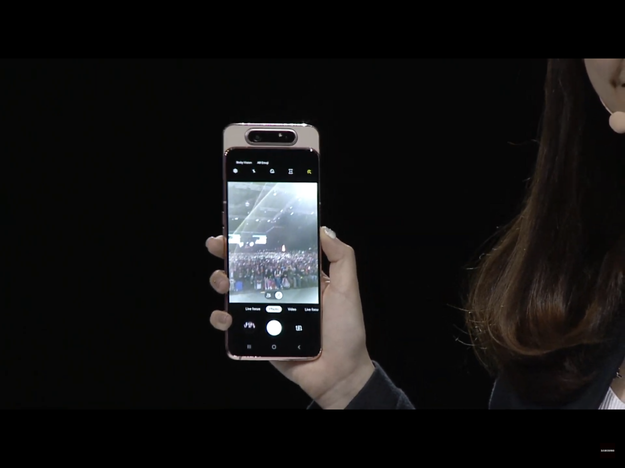 三星Galaxy A80特殊的翻轉3鏡頭設計,正拍、自拍都能擁有相同的高畫質影像...