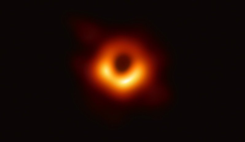 人類史上黑洞照片。圖/中研院提供