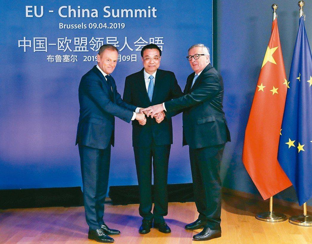 大陸國務院總理李克強(中)、歐洲理事會主席圖斯克(左)及歐盟委員會主席容克(右)...