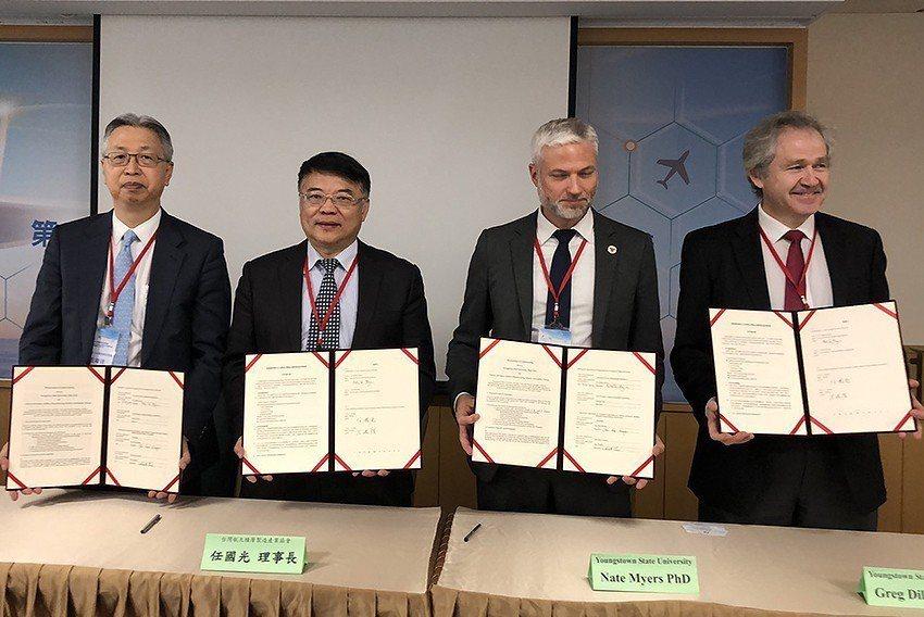 台灣航太積層製造產業協會於10日與美國楊斯鎮州立大學共同簽署合作意向書。 中科院...