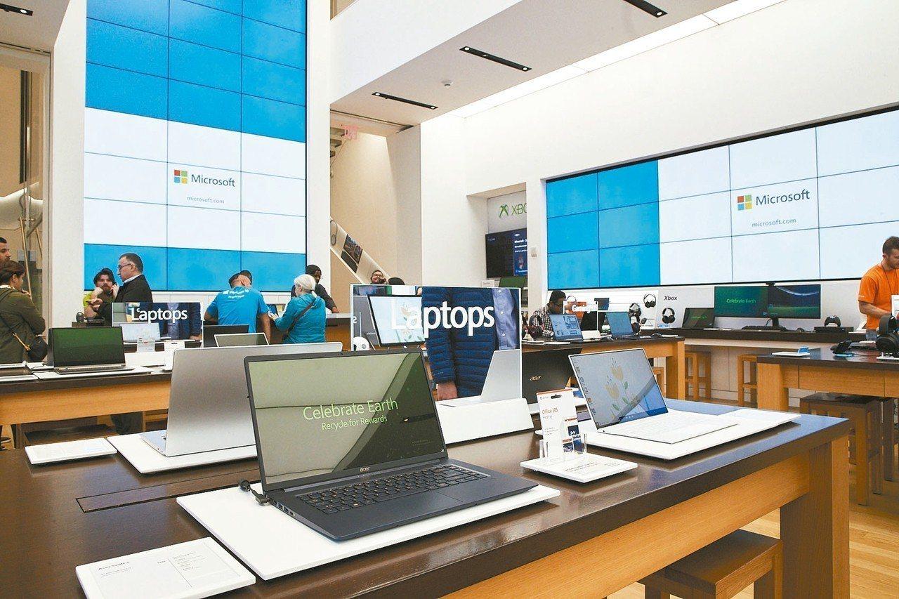 微軟位在紐約第五大道的通路門市,現場展示宏碁電競筆電等產品。 特派記者謝艾莉/攝...