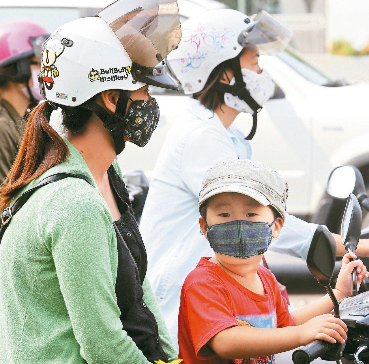 全球每年有多達400萬名孩童因交通空汙引發氣喘。 圖/聯合報系資料照片