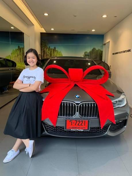 大人都眼紅!她5歲當網紅 12歲生日「買BMW送自己」