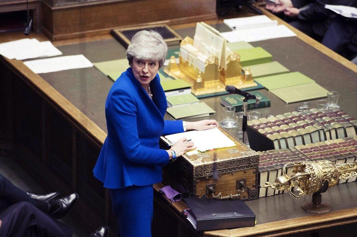 梅伊強調,只要國會在5月通過她的脫歐案,英國仍能在6月底前「順利脫歐」;但若繼續...