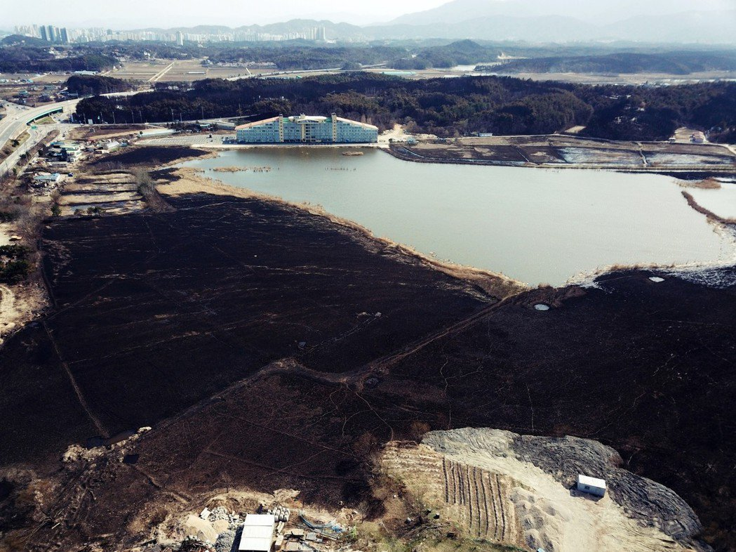「江原道大火」總起火面積達1,757公頃,相當於兩個台北市萬華區的面積,並造成1...
