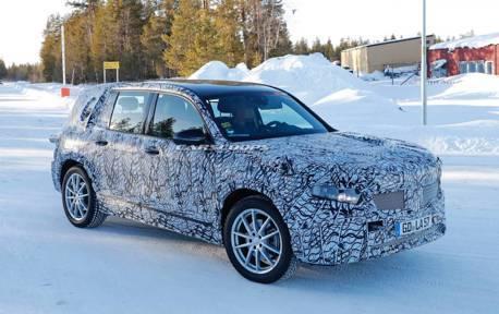 量產版Mercedes-Benz GLB新休旅尚未現身 純電版「EQB」先上路趴趴走!