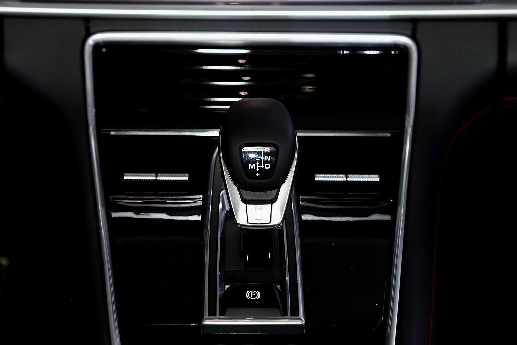 保時捷Panamera GTS傳輸系統來自8速PDK雙離合器自手排變速箱,契合保...