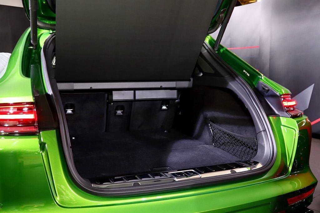 保時捷Panamera Sports Turismo大面積尾門和易於裝卸物品的低...