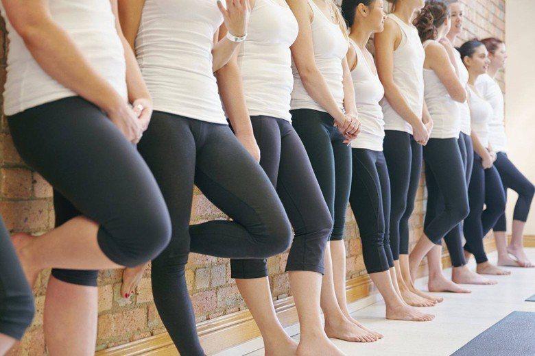因為時常有對緊身褲的負面輿論,支持緊身褲外穿的大學生於是發起「緊身褲運動」來進行...