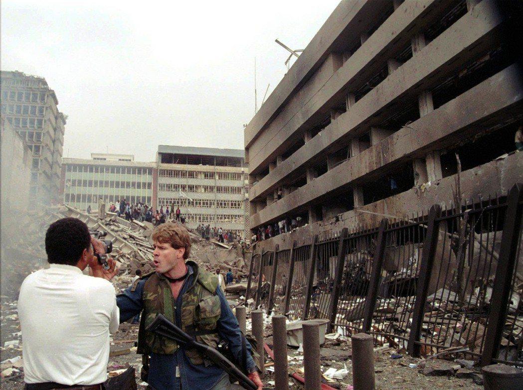 雖然賓拉登後來回到了阿富汗藏匿,但美方仍堅信蓋達殘黨活躍於蘇丹,因此在「1998...