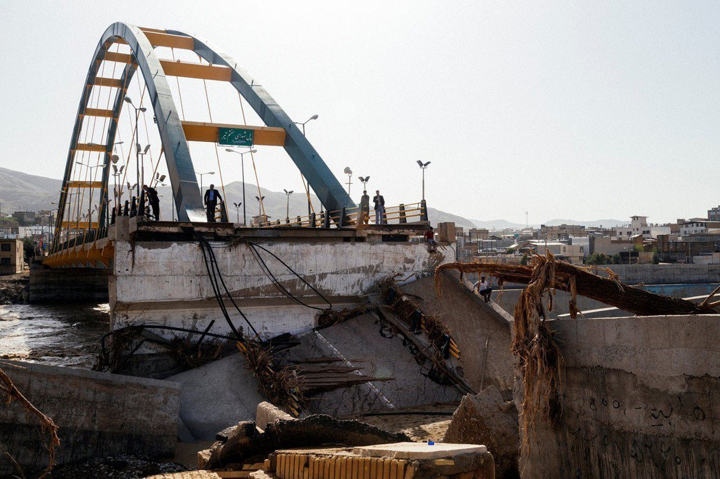 超過300條橋樑損毀、交通阻斷,洪災慘況的原因之一,是伊朗境內國土建設規劃的混亂...