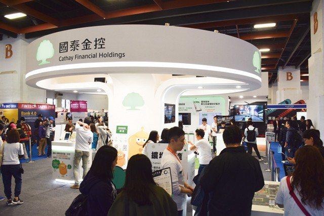 前行政院副院長施俊吉提醒,金融是台灣重要產業富可敵國的台灣金控業者,仍持續拚規模...