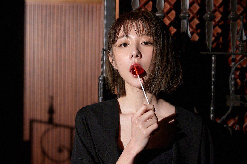 邵雨薇為新歌MV,吃足苦頭。圖/寬宏藝術提供