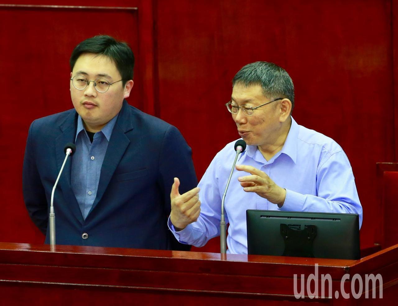 台北巿長柯文哲證實是自己開設的微博帳號自稱「台灣阿北」。記者黃義書/攝影