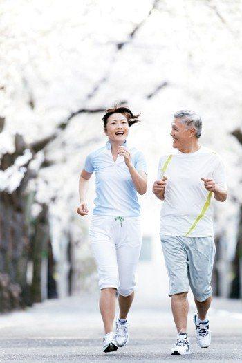 一聽到健走這個字眼,有些人以為一定要走很遠或者走很快,實際上只要增加平時「步行」...